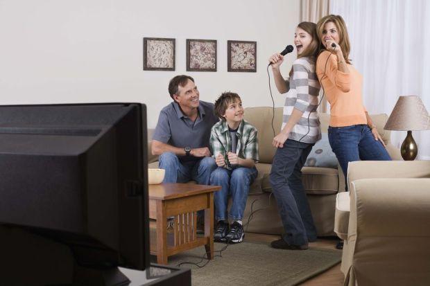 families-singing-karaoke-5901642a3df78c5456b0e63c